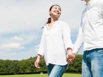 スキンシップが減りセックスレスは増加しているけれど、同志の絆は深まる夫婦関係。